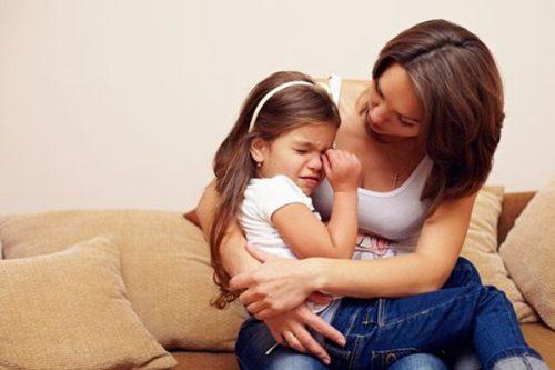 Khi trẻ mắc bệnh tự kỷ thì những người làm Mẹ cần bình tĩnh để giải quyết mọi chuyện