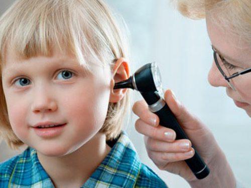 Khi con có dấu hiệu châm nói cha mẹ cần cho con tới bác sĩ để kiểm tra