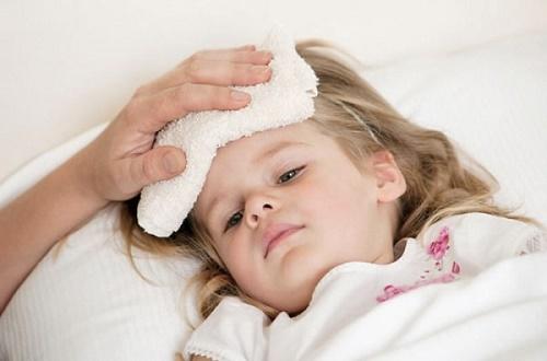Hạ sốt nhanh chóng cho trẻ nhỏ