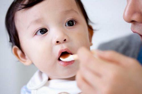 Trẻ bị ho thì cha mẹ cần duy trì chế độ dinh dưỡng hợp lý