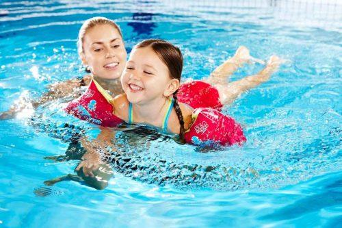 Cha mẹ cần cho con học bơi để con cứu lấy mình