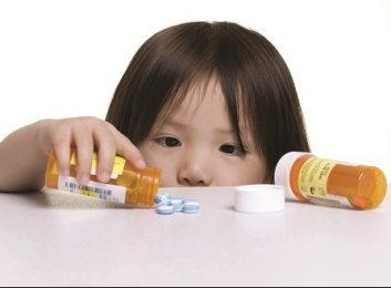 Cha mẹ cần làm gì khi con bị ngộ độc thuốc?