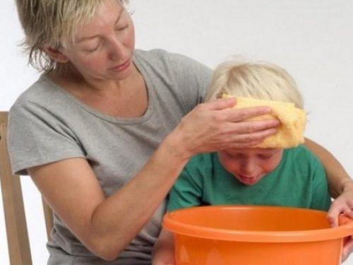 Khi con bị ngộ độc thuốc cha mẹ cần tiến hành sơ cứu cho con
