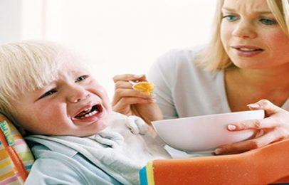 Trẻ bị bệnh tay chân miệng nên và không nên ăn gì?