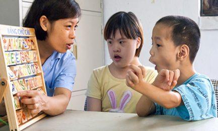 Cách chăm sóc và giáo dục trẻ bị bệnh down