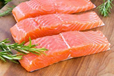 Dạy mẹ cách nấu cháo với cá hồi trong thời kỳ con ăn dặm
