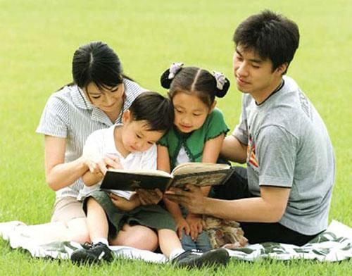 Thường xuyên cho trẻ tham gia hoạt động ngoài trời