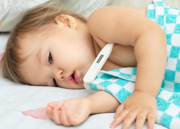Xử lý vết thương nhỏ cho trẻ: Vết xước đầu gối, vết cắt và vết bầm tím