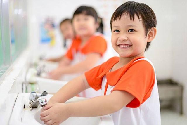 Rửa sạch tay là biện pháp đơn giản phòng bệnh mừa mưa